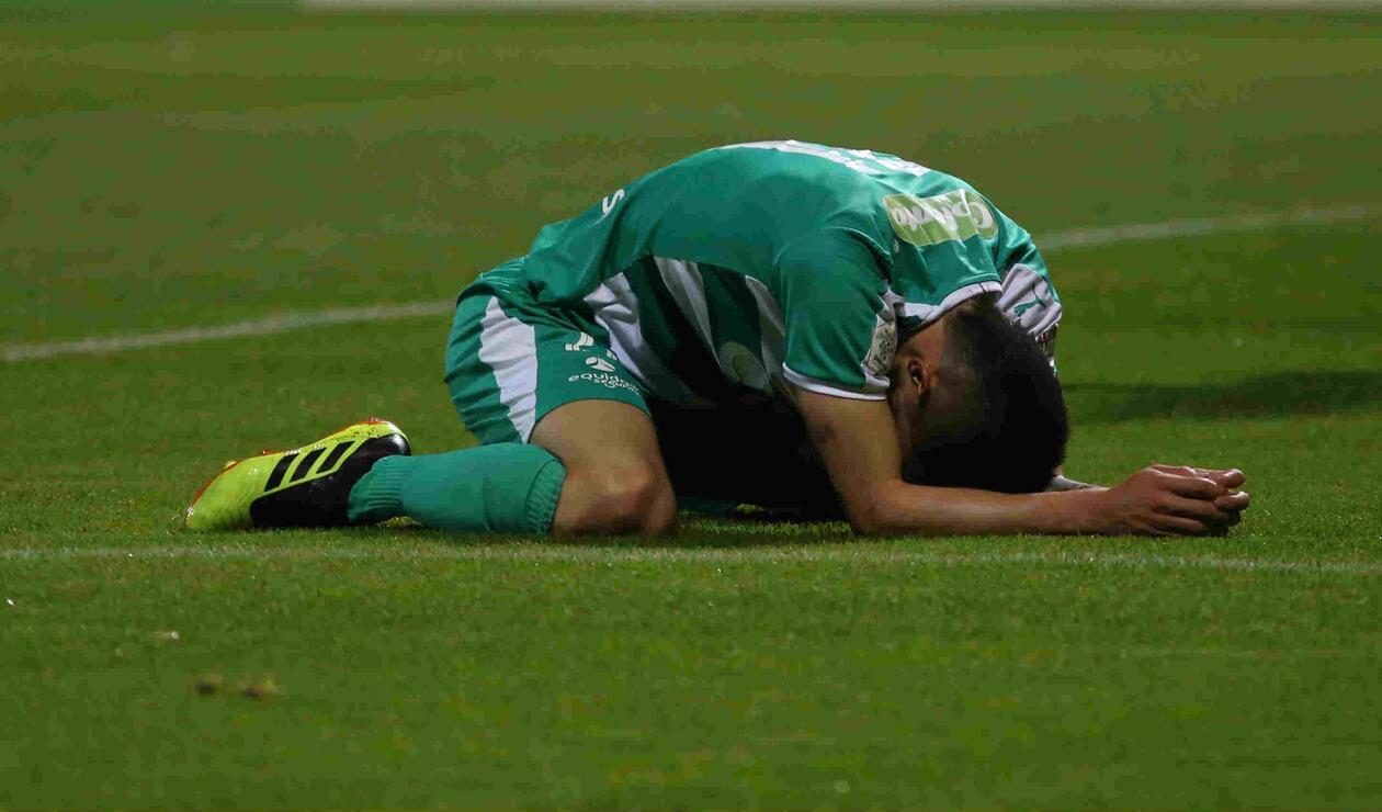 Jugador de La Equidad se lamenta haber errado una opción de gol ante Junior
