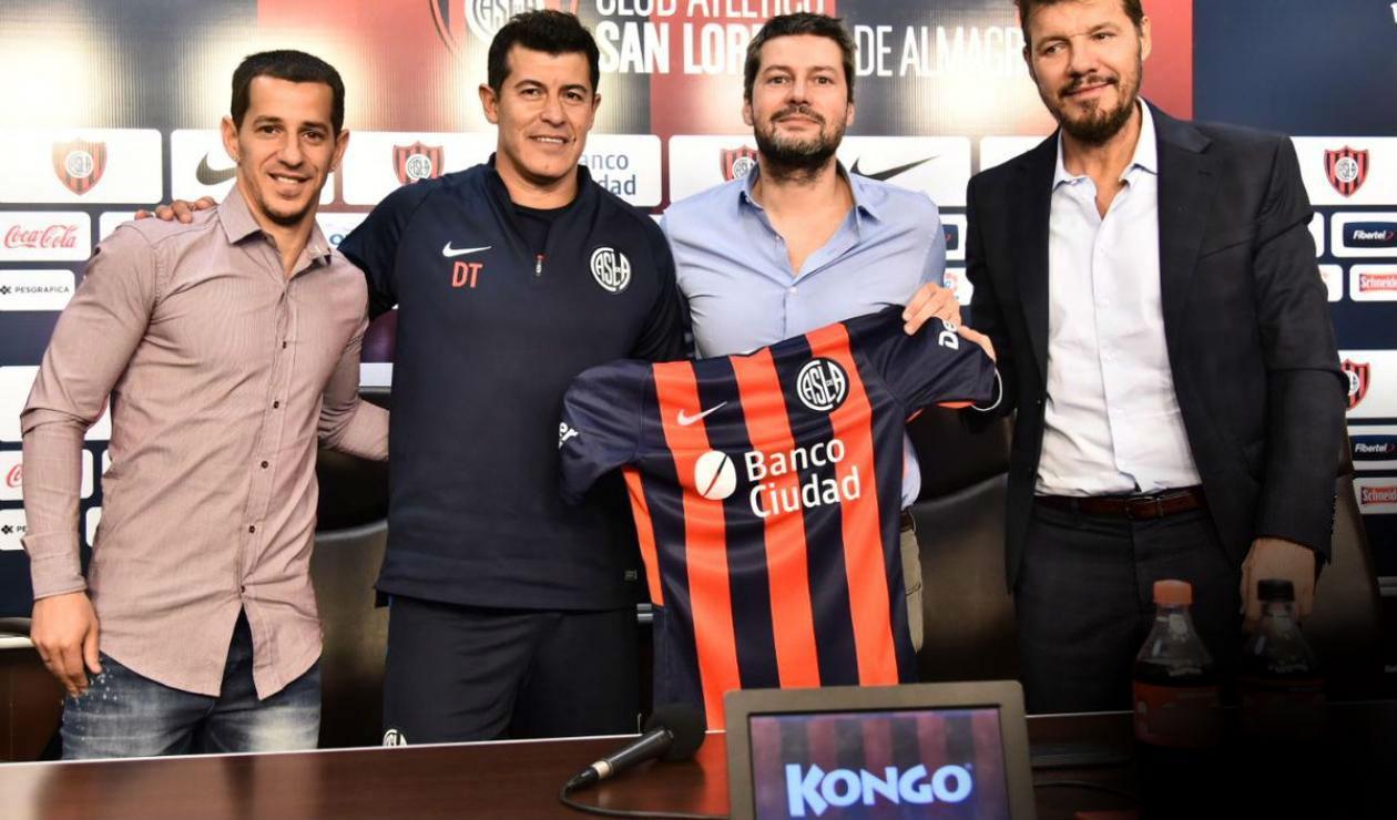 Jorge Almirón, técnico de San Lorenzo, quiere contar con un jugador de Nacional en su nuevo proyecto.