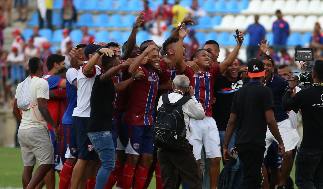 Jugadores del Unión Magdalena celebrando la victoria y su clasificación a la final del Torneo Águila