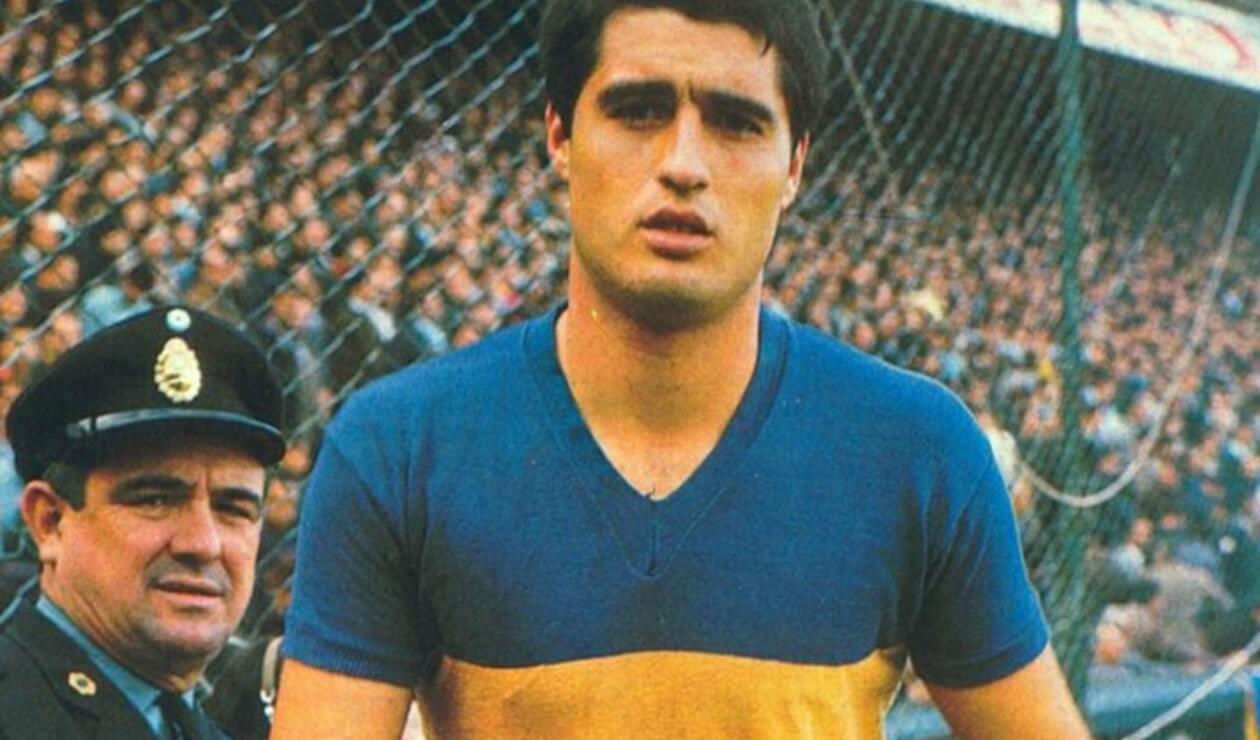 7. Ángel Clemente Rojas. Debutó en primera en 1963 y en su momento llegó a ser comparado con Pelé. Es claro que volvía locos a los defensores con su quiebre de cintura. Conquistó cinco títulos y marcó 79 goles.