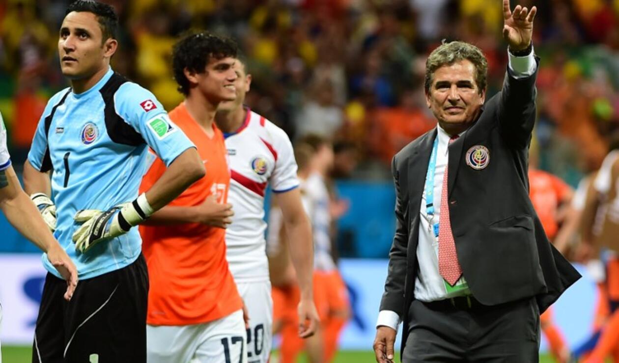 Keylor Navas y Jorge Luis Pinto en un partido del Mundial de Brasil 2014