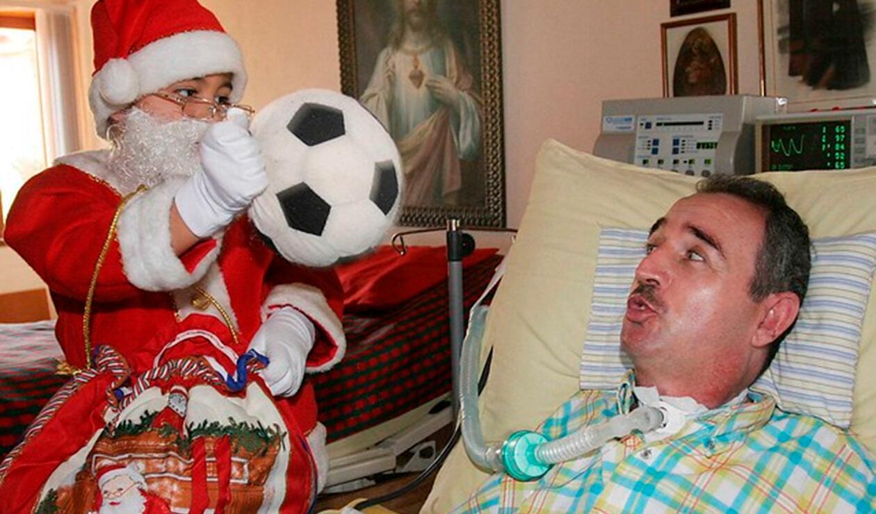 El profesor Luis Fernando Montoya y su hijo José Fernando en la casa, ubicada en el Valle de Aburrá (Caldas)
