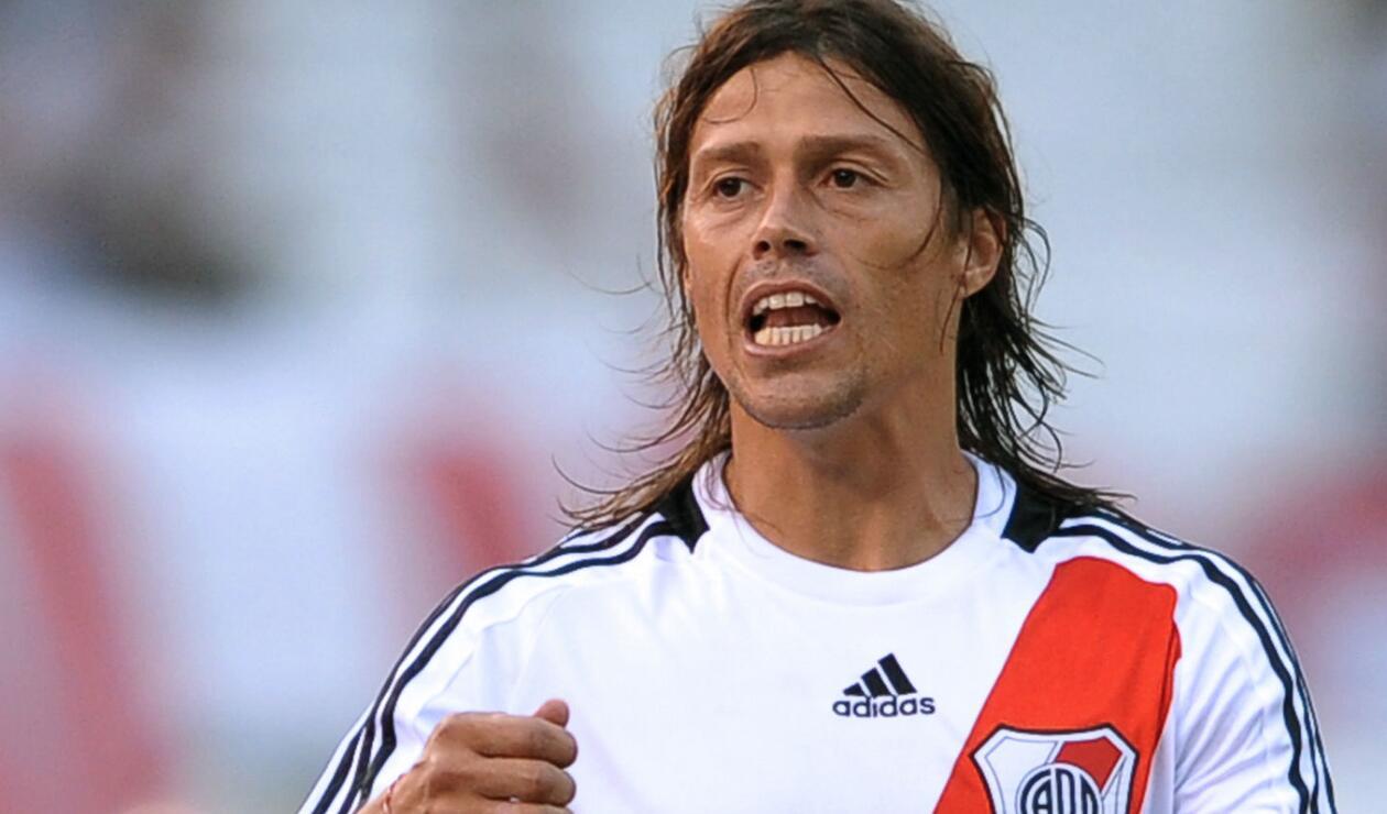 7. Matías Almeyda. Surgió en las inferiores del club. Ganó tres títulos locales y la Copa Libertadores de 1996. Como técnico, el 'peludo' ayudó al retorno del club a primera división.