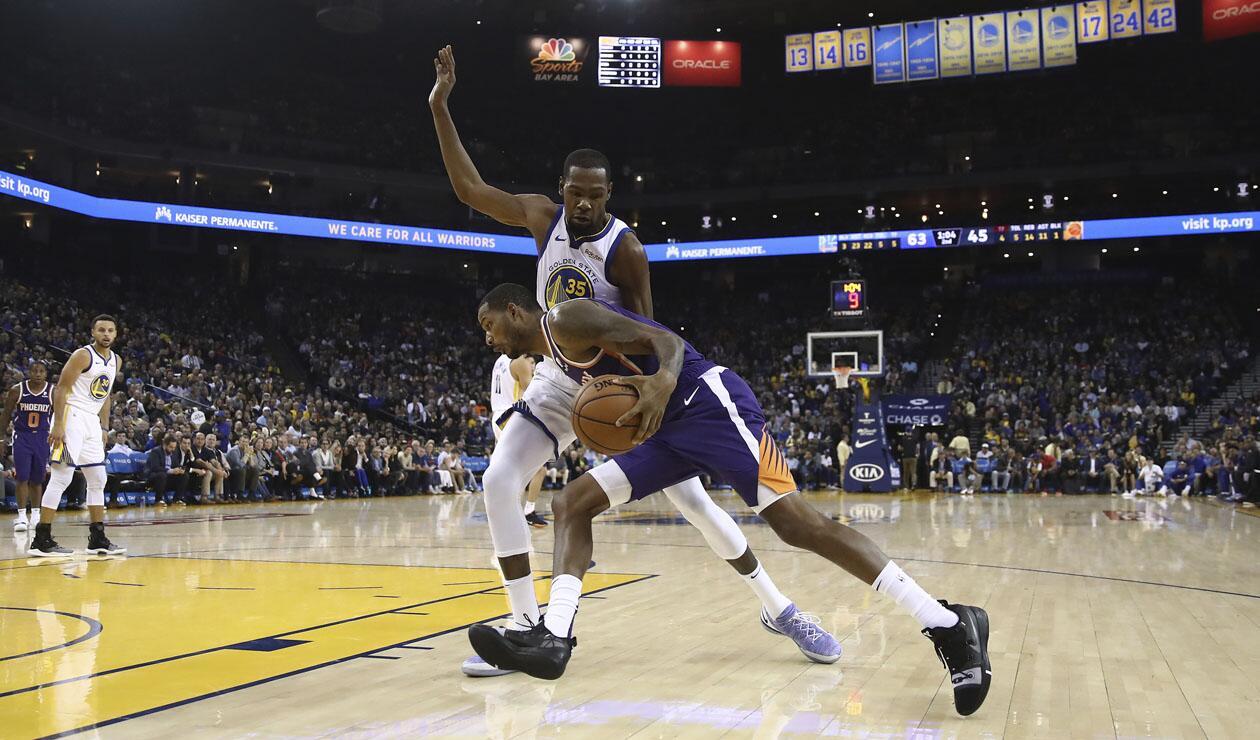 Warriors y Raptors perdieron y Caris LeVert sufrió grave lesión