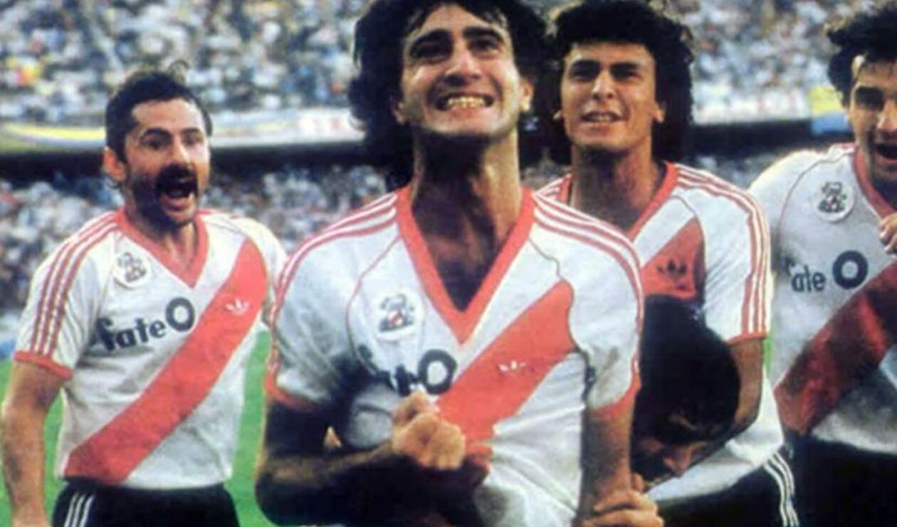 4. Norberto Alonso. Debutó en 1971 y estuvo hasta 1976. Hizo parte del equipo que acabó con la mala racha de 18 años sin campeonatos. Se retiró a lo grande y dar la vuelta en la Bombonera.