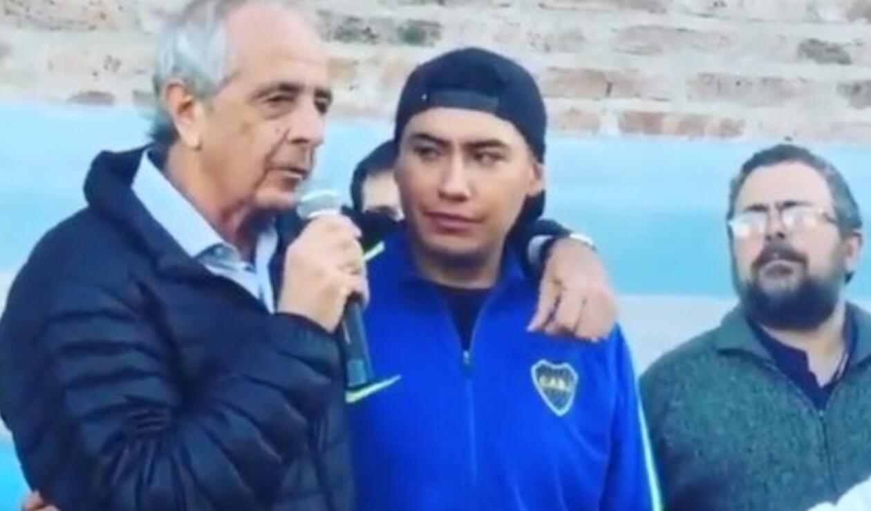 Rodolfo D'onofrio, presidente de River Plate con un hincha de Boca Juniors antes de la final de la Copa Libertadores