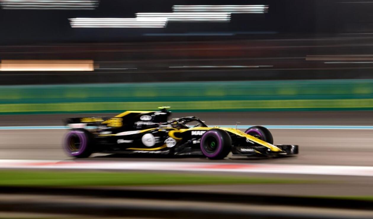 Sainz da 150 vueltas en su debut con McLaren; Leclerc domina la sesión