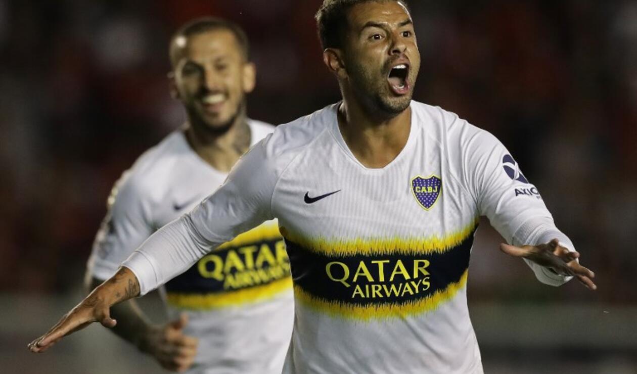 Edwin Cardona celebra el gol de la victoria de Boca ante Independiente