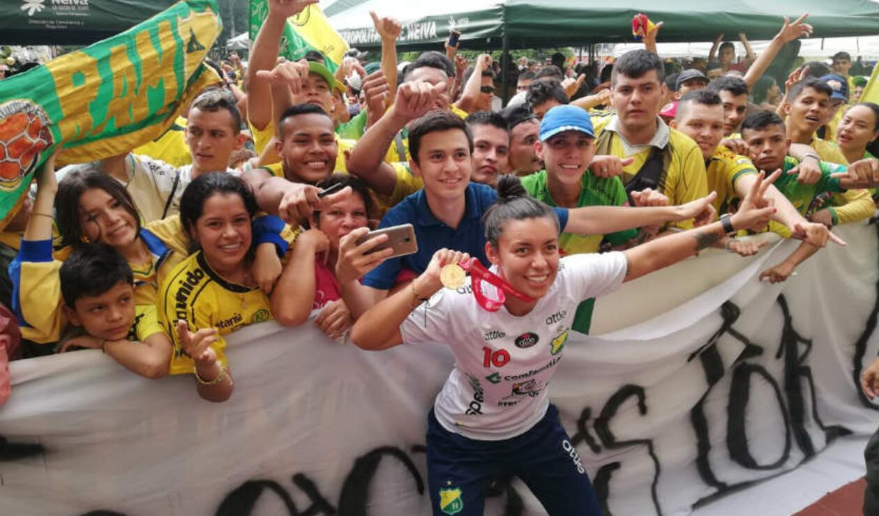 Fanáticos recibieron a las campeonas de la Copa Libertadores.