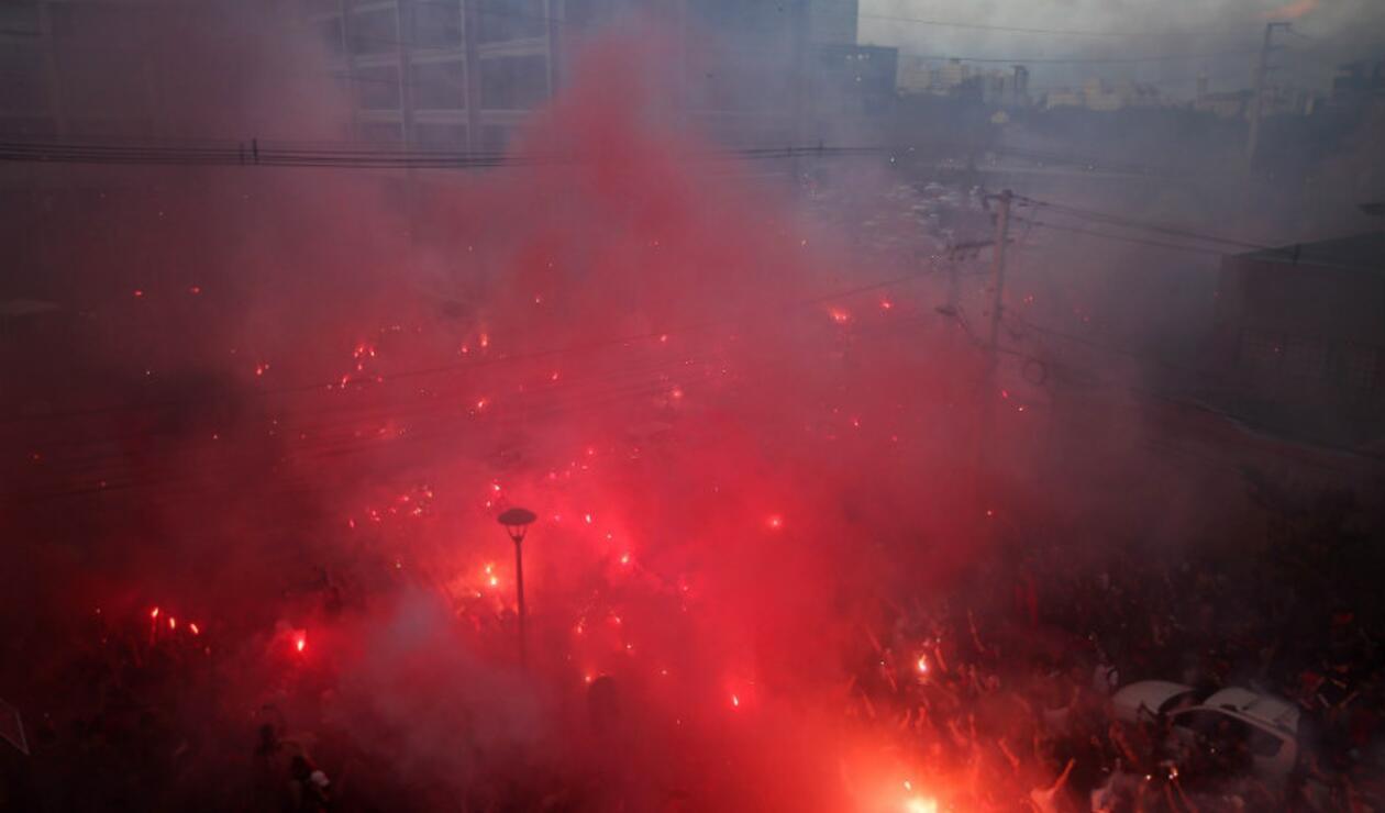 Recibimiento de los hinchas de Atlético Paranaense