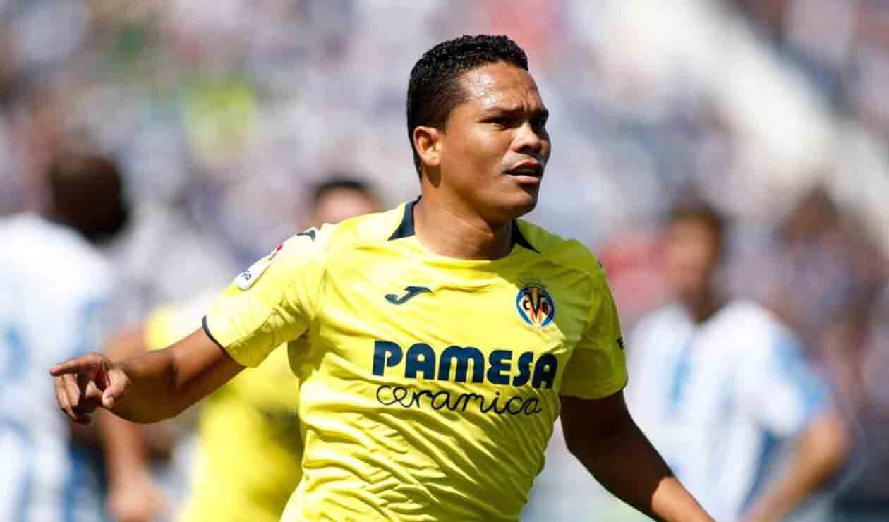 Carlos Bacca jugando con el Villarreal de España