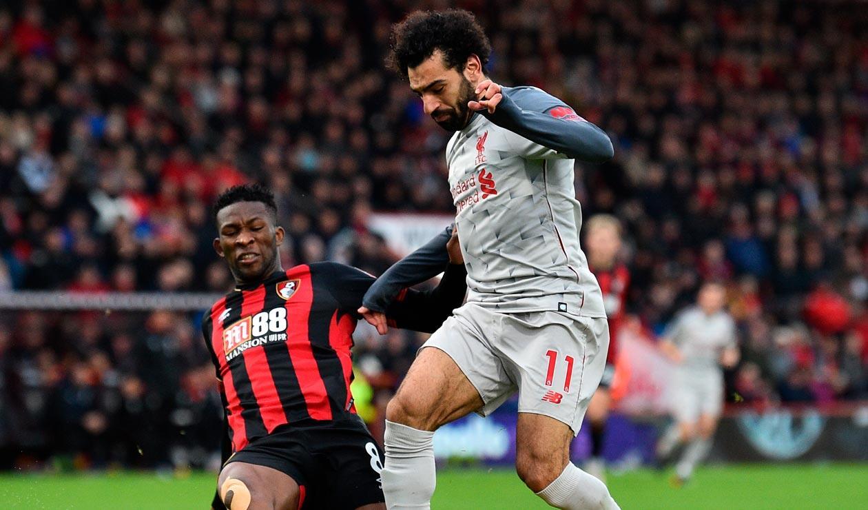 Jefferson Lerma en un balón disputado con Mohamed Salah