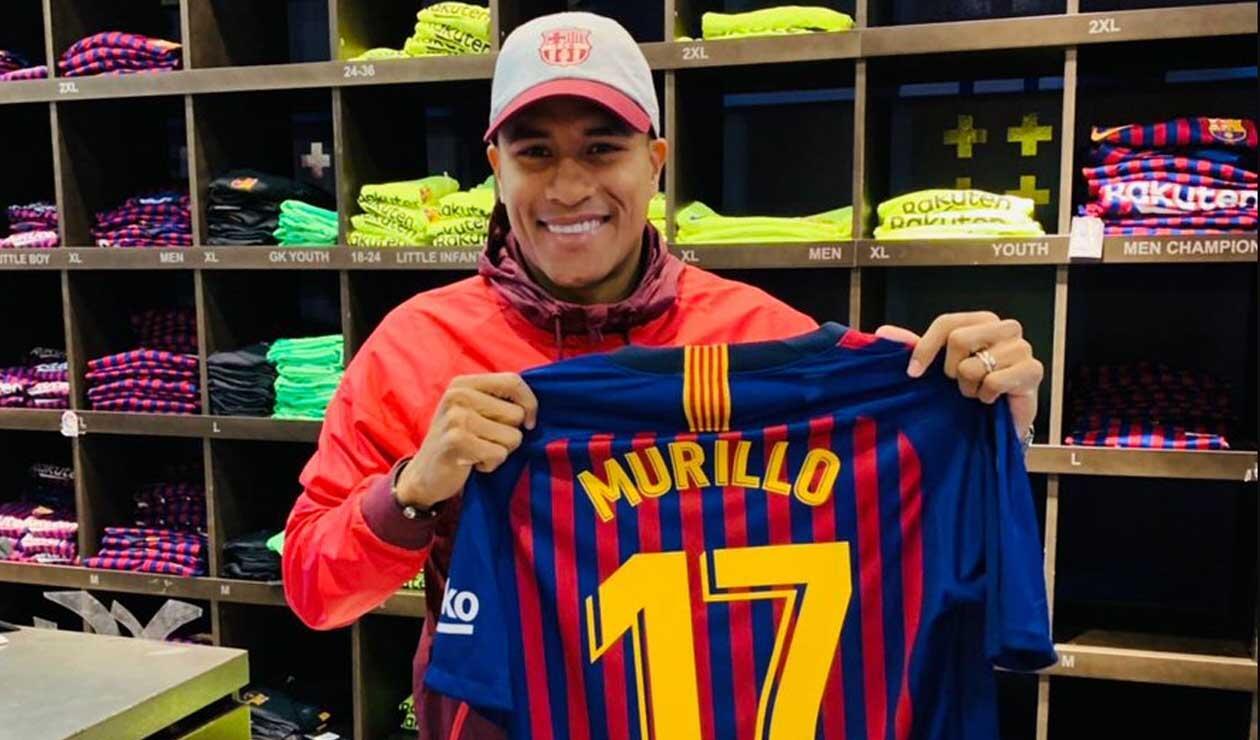 Jeison posando con su dorsal en el Barcelona