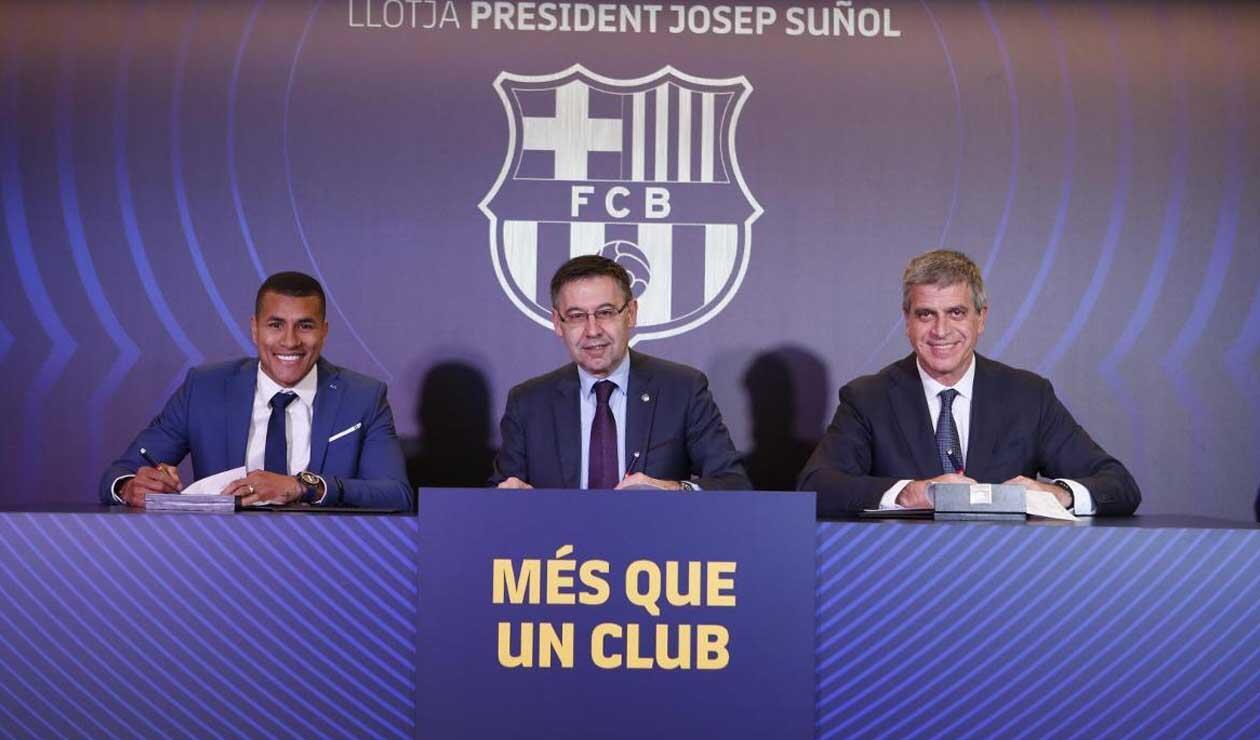 Murillo firmando el contrato con el FC Barcelona