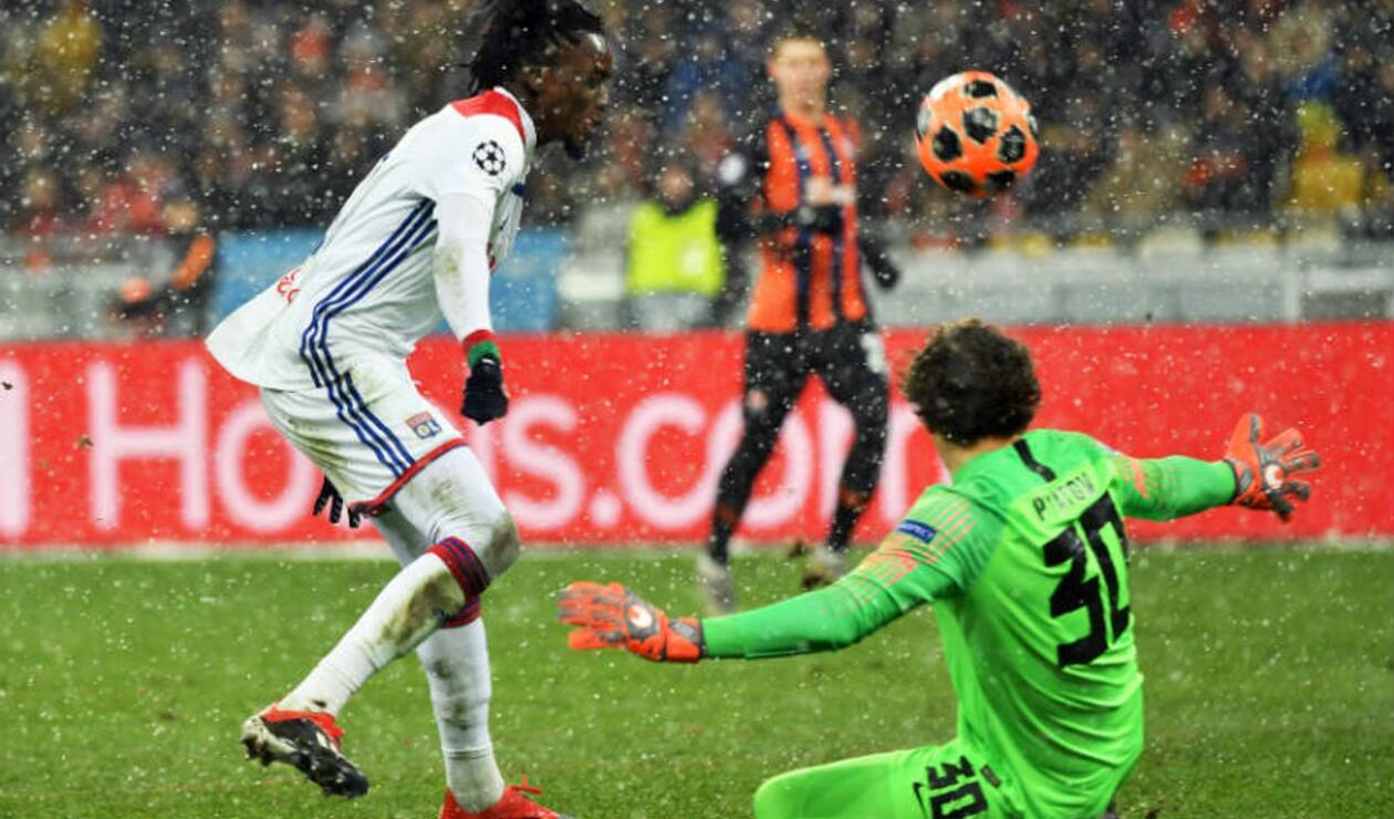 Lyon avanzó en Champions