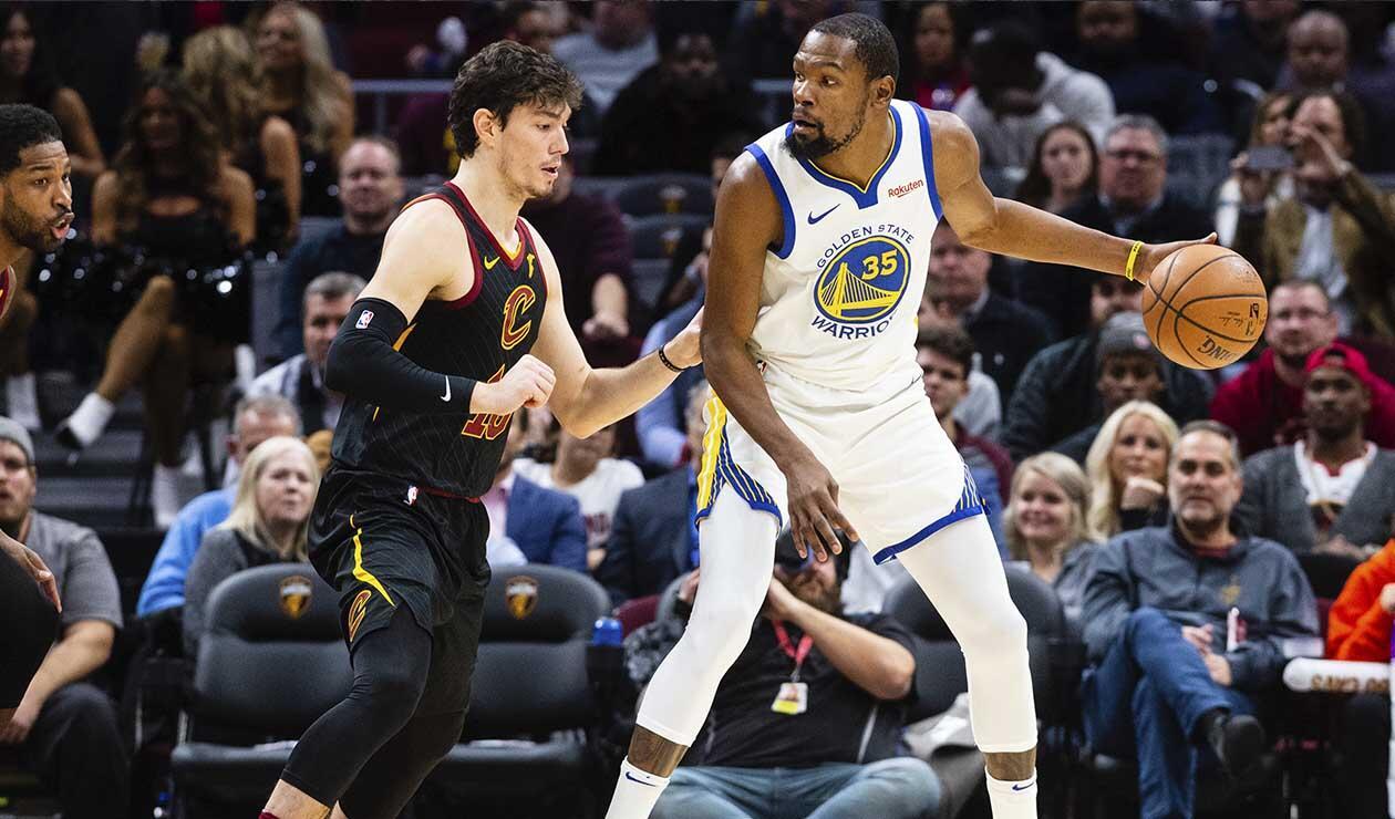 Warriors aplastan a Cavaliers con estelar Curry en reedición de última final