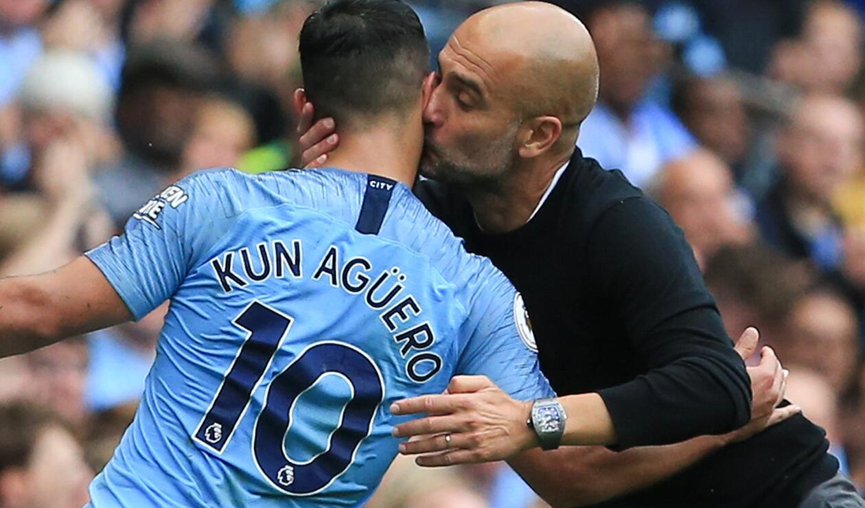 Guardiola besando al 'Kun' Agüero
