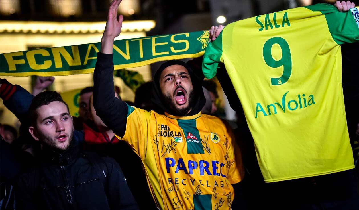 Nantes convocó a los aficionados para colocar velas frente a una fuente en señal de esperanza por la aparición de Emiliano Sala