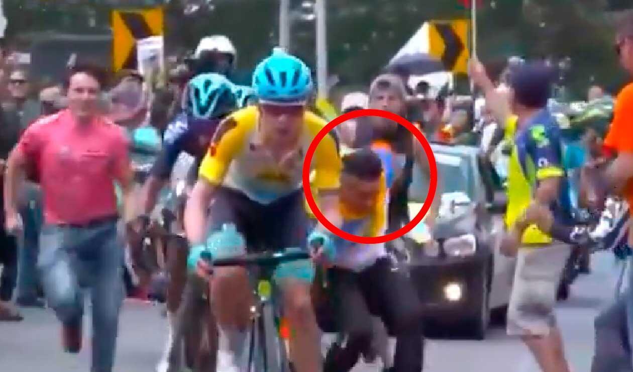 Nairo Quintana luego que un aficionado tuviera un momento de imprudencia en la sexta etapa