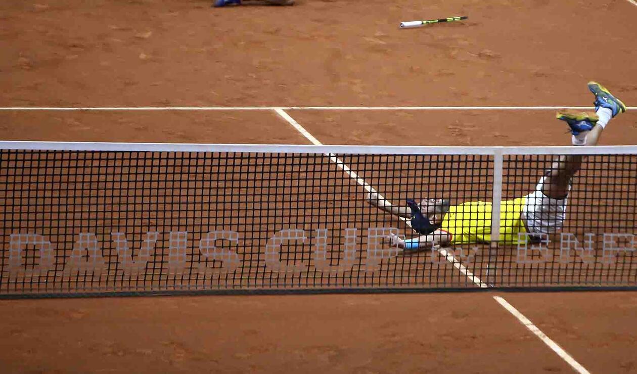 Juan Sebastián Cabal celebrando la clasificación en la Copa Davis