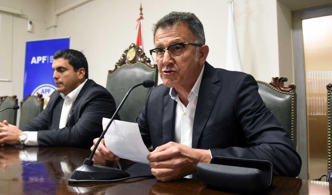 Juan Carlos Osorio anunciando su salida de la Selección de Paraguay.