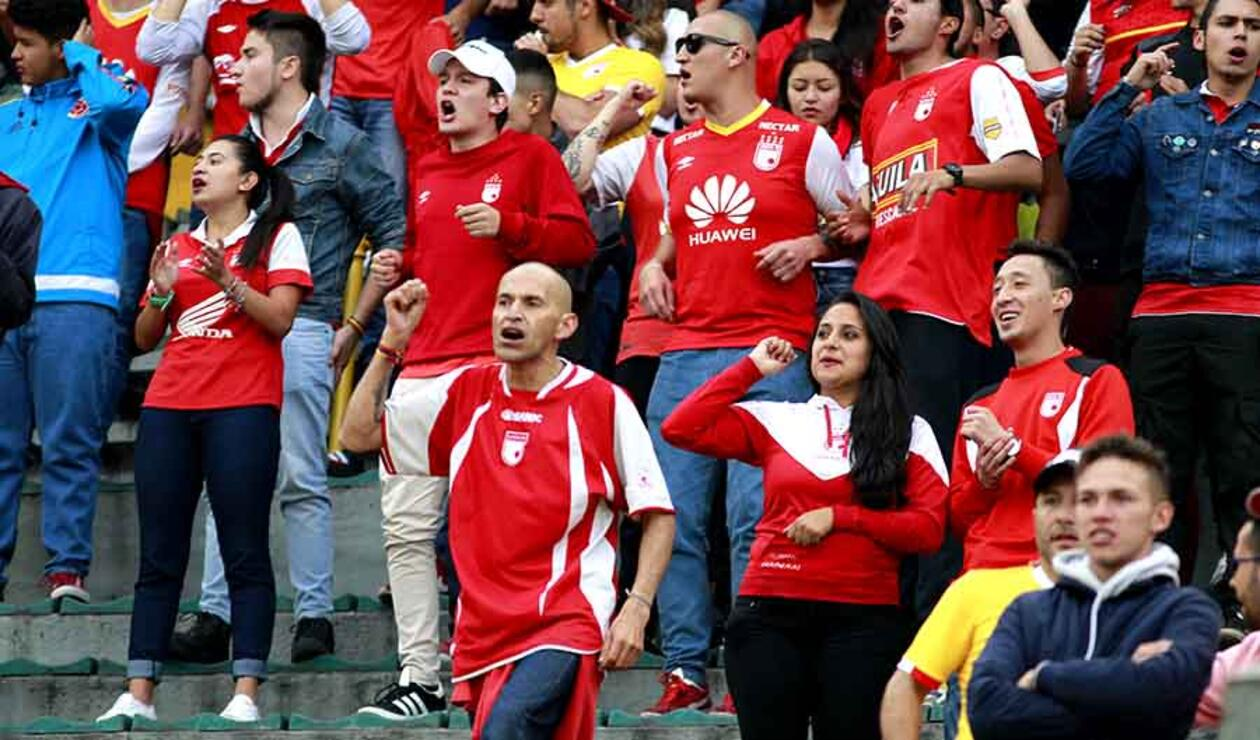 """""""Hoy, quizás eres más importante que antes, tocaste la gloria continental, diste la vuelta en Japón y tu nombre ahora es respetado en Sudamérica"""": Hincha de Santa Fe"""