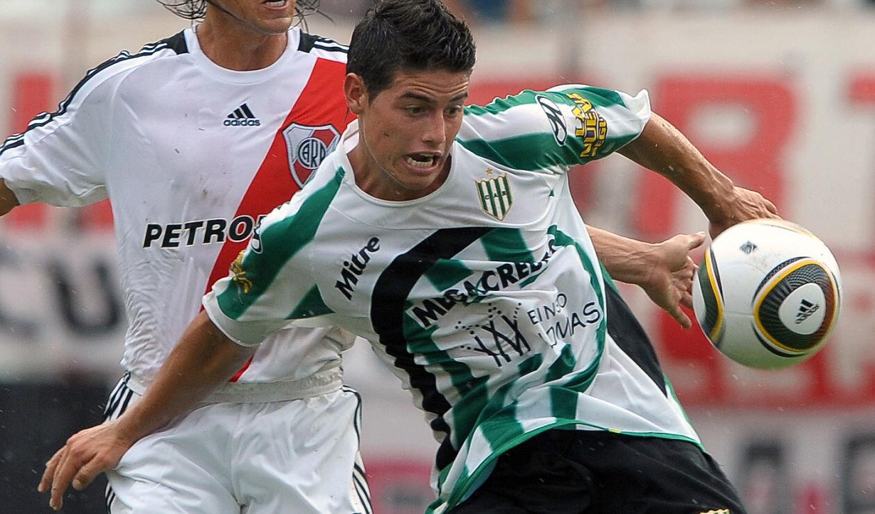 James Rodríguez jugando con Banfield en el Monumental ante River Plate