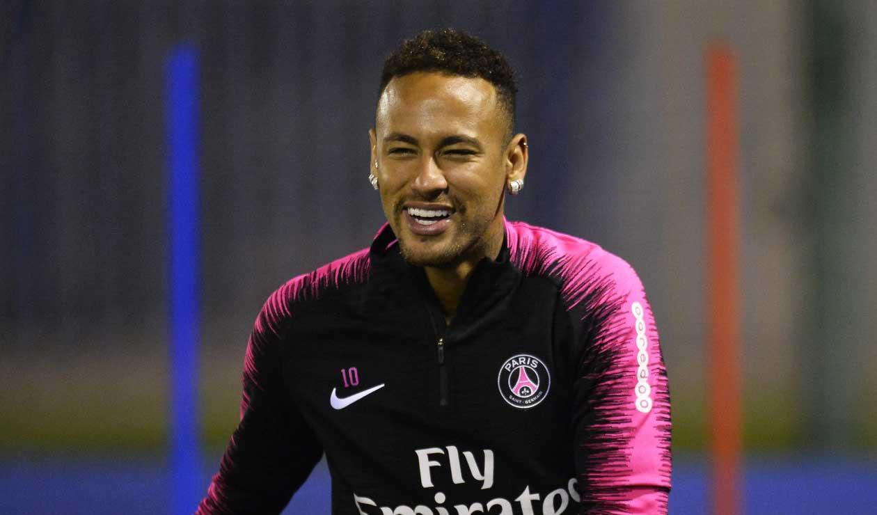 Neymar en un entrenamiento con el PSG antes de la lesión.