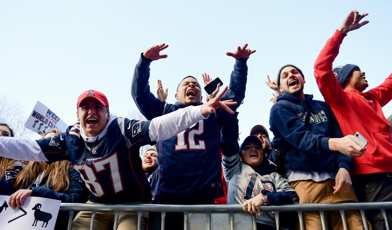 Cientos de fanáticos de los Patriots celebraron su sexto título nacional.