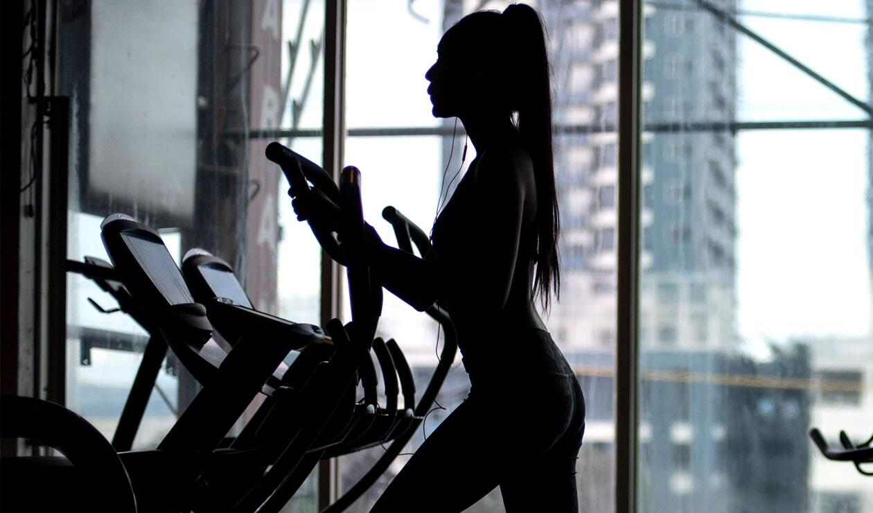 Montar en bicicleta, correr, nadar y bailar, también pueden ayudar a reducir la celulitis