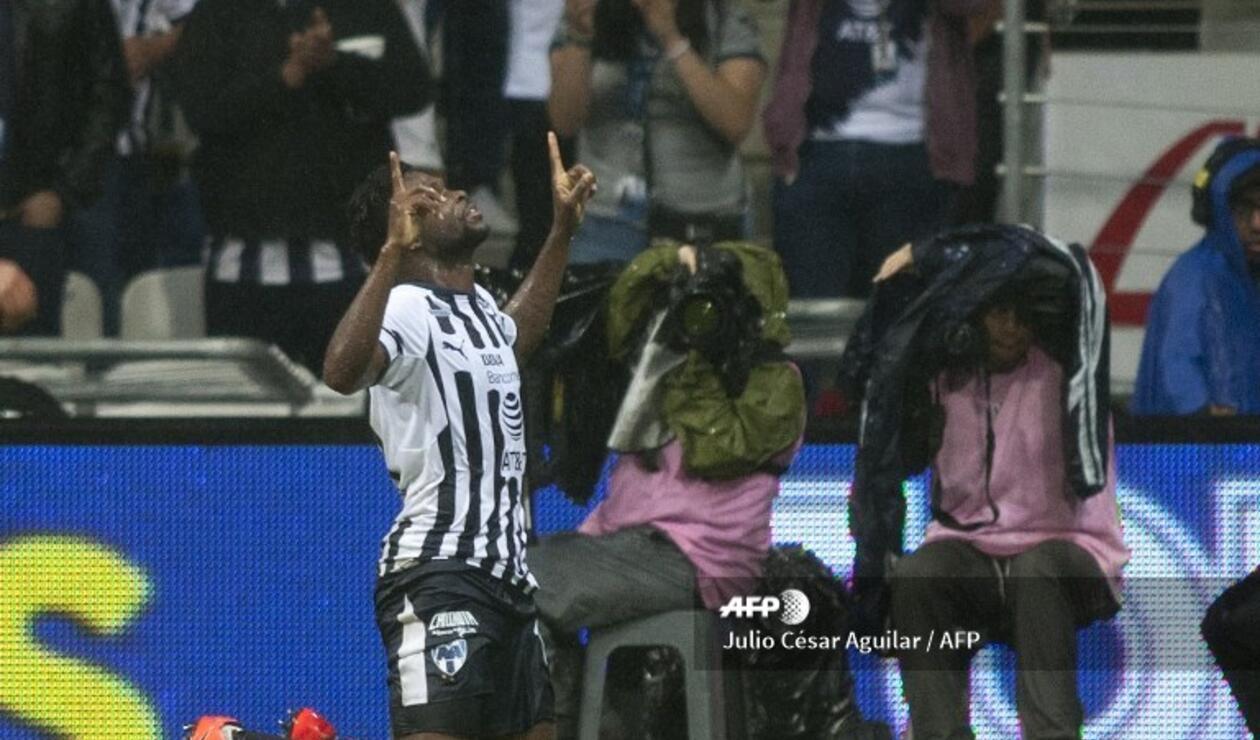 Avilés Hurtado celebrando el golazo de chilena que anotó con Monterrey ante Cruz Azul