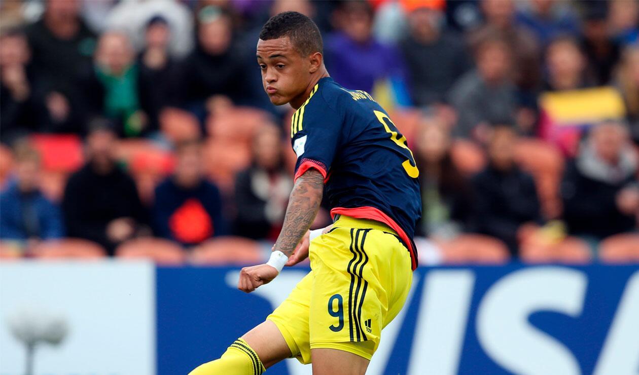 Joao Rodríguez disputando un partido con la Selección Colombia