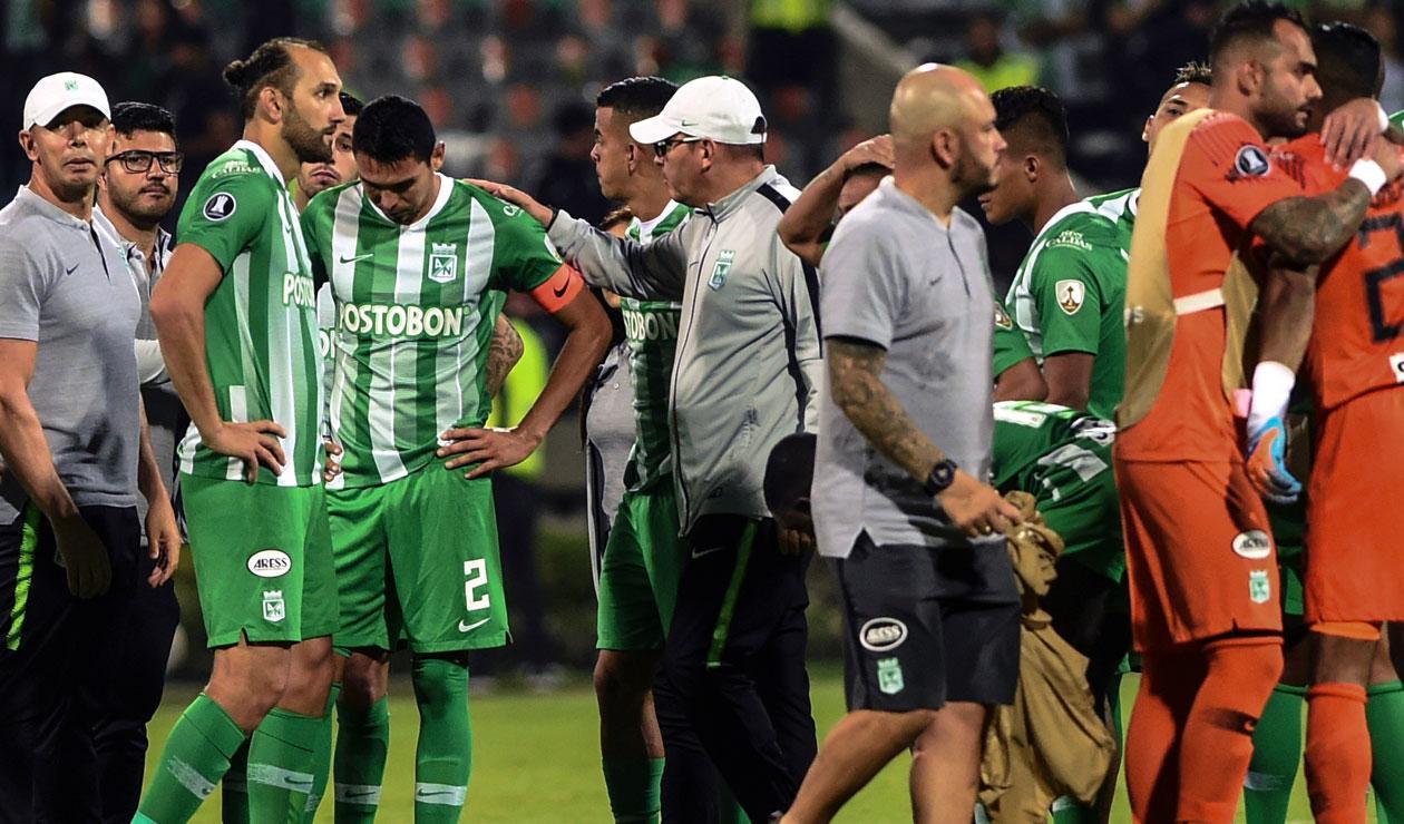 Atlético Nacional después de haber quedado eliminado a manos de Libertad en la Copa Libertadores