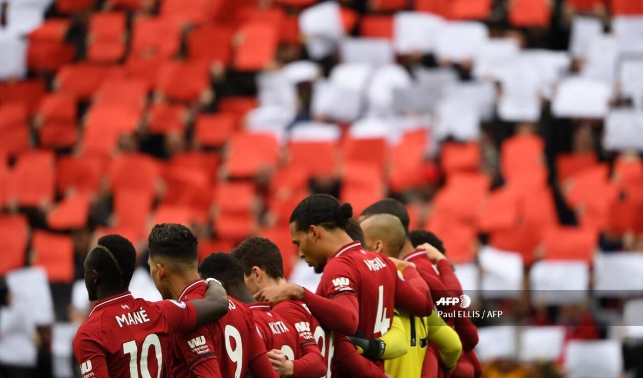 Los jugadores del Liverpool conmemorando los 30 años de la tragedia de Hillsborough.