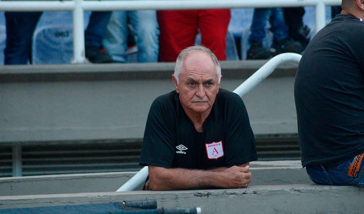 Fernando Castro, dejó de ser el técnico del América de Cali.
