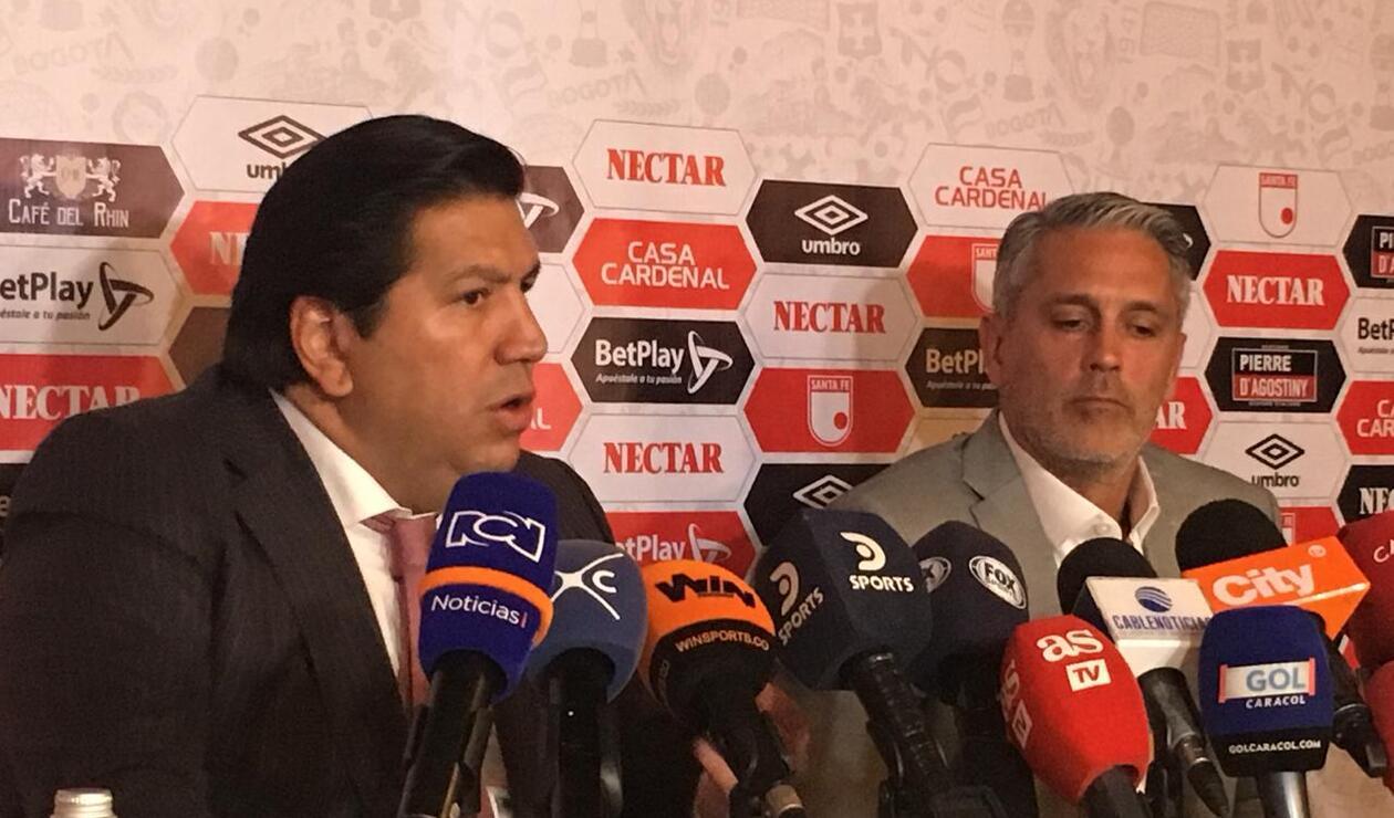 Patricio Camps junto al presidente de Santa Fe, Juan Andrés Carreño