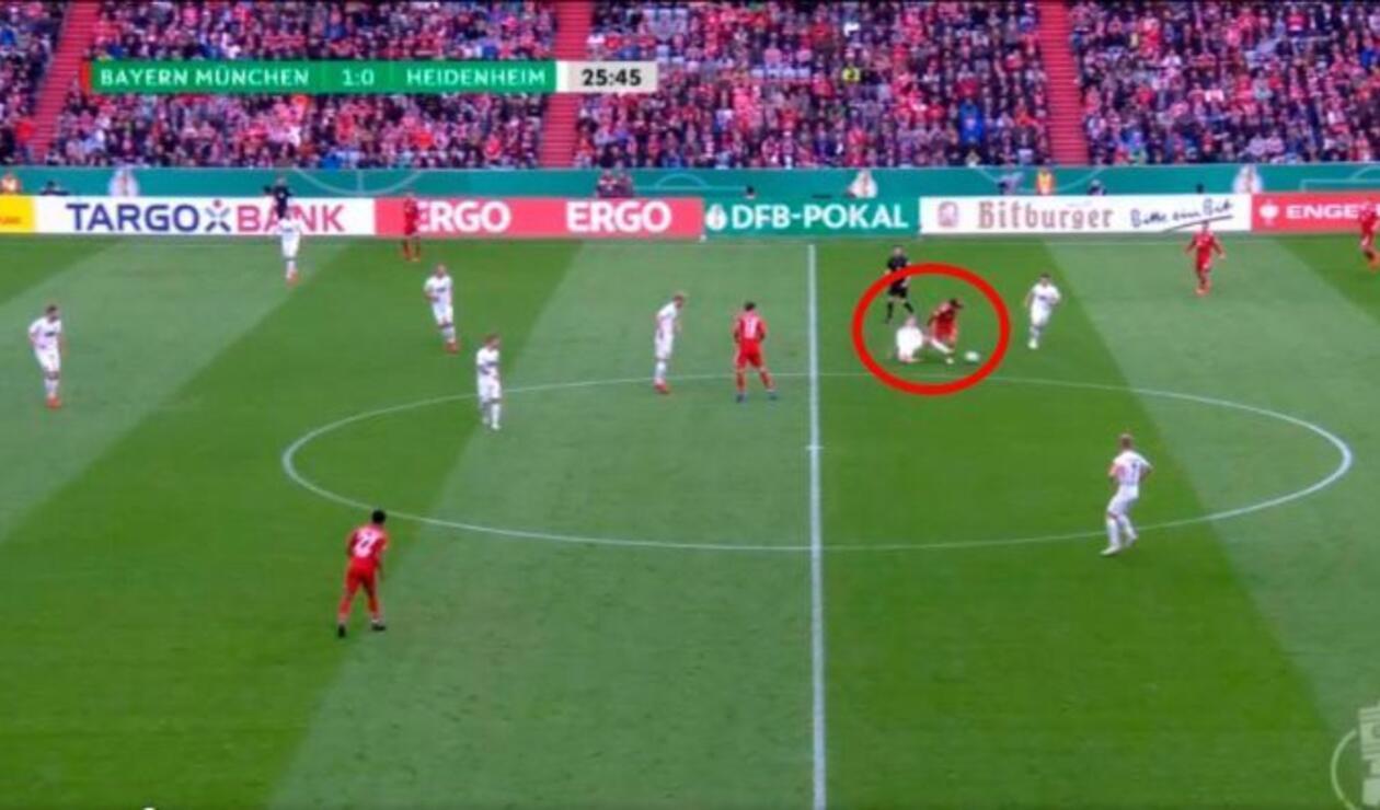 Error de James Rodríguez en el partido del Bayern Múnich