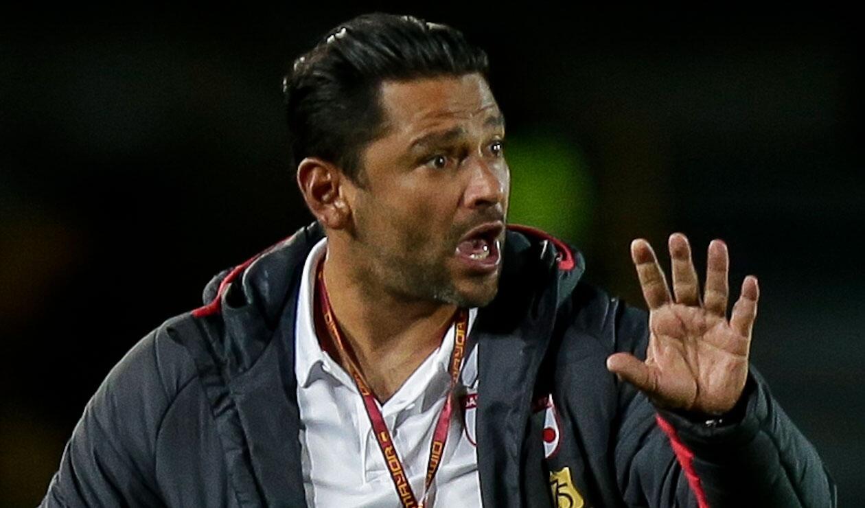 Gerardo Bedoya dirigió su penúltimo partido como entrenador de Santa Fe ante Millonarios.