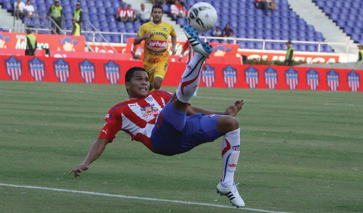 Carlos Bacca jugando en el Junior