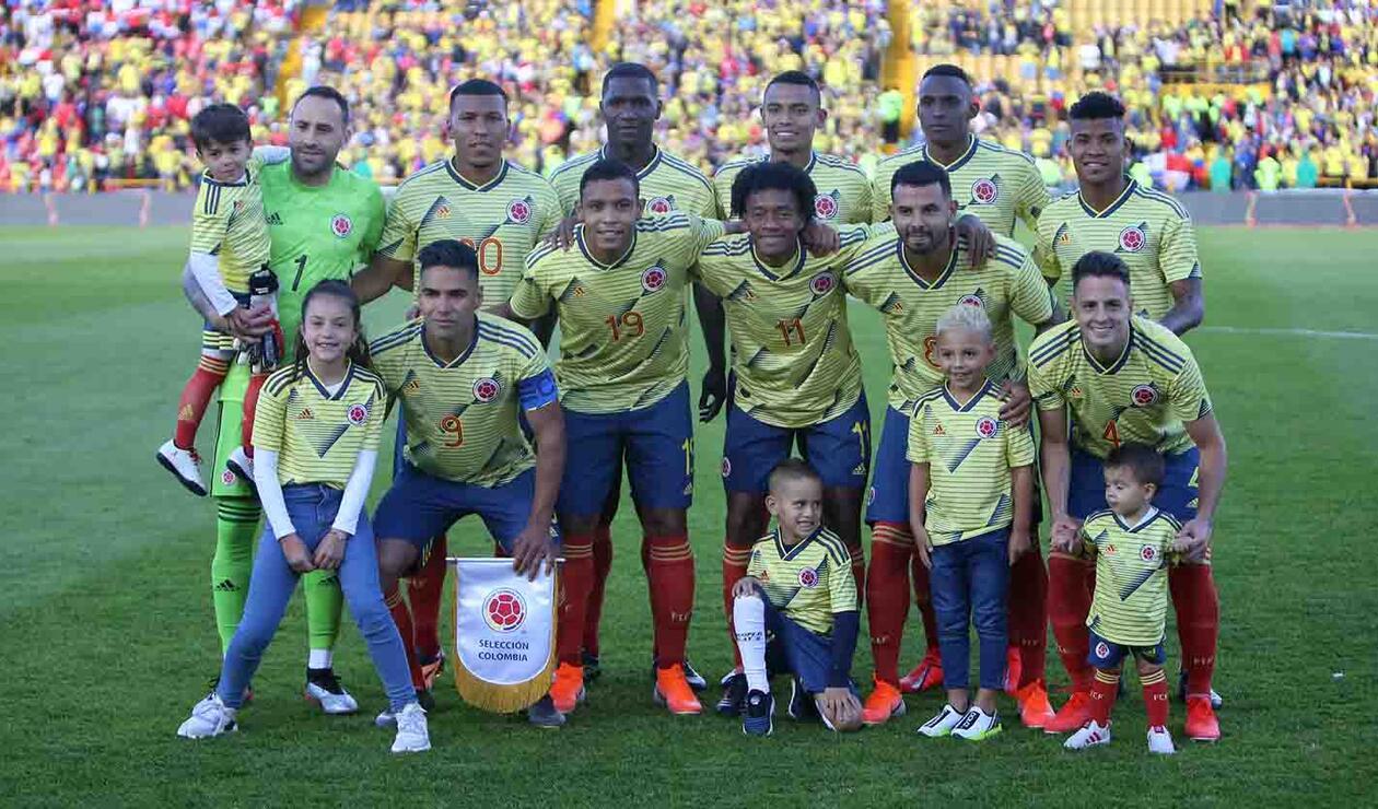 Roger Martínez, segundo (arriba) de izquierda a derecha