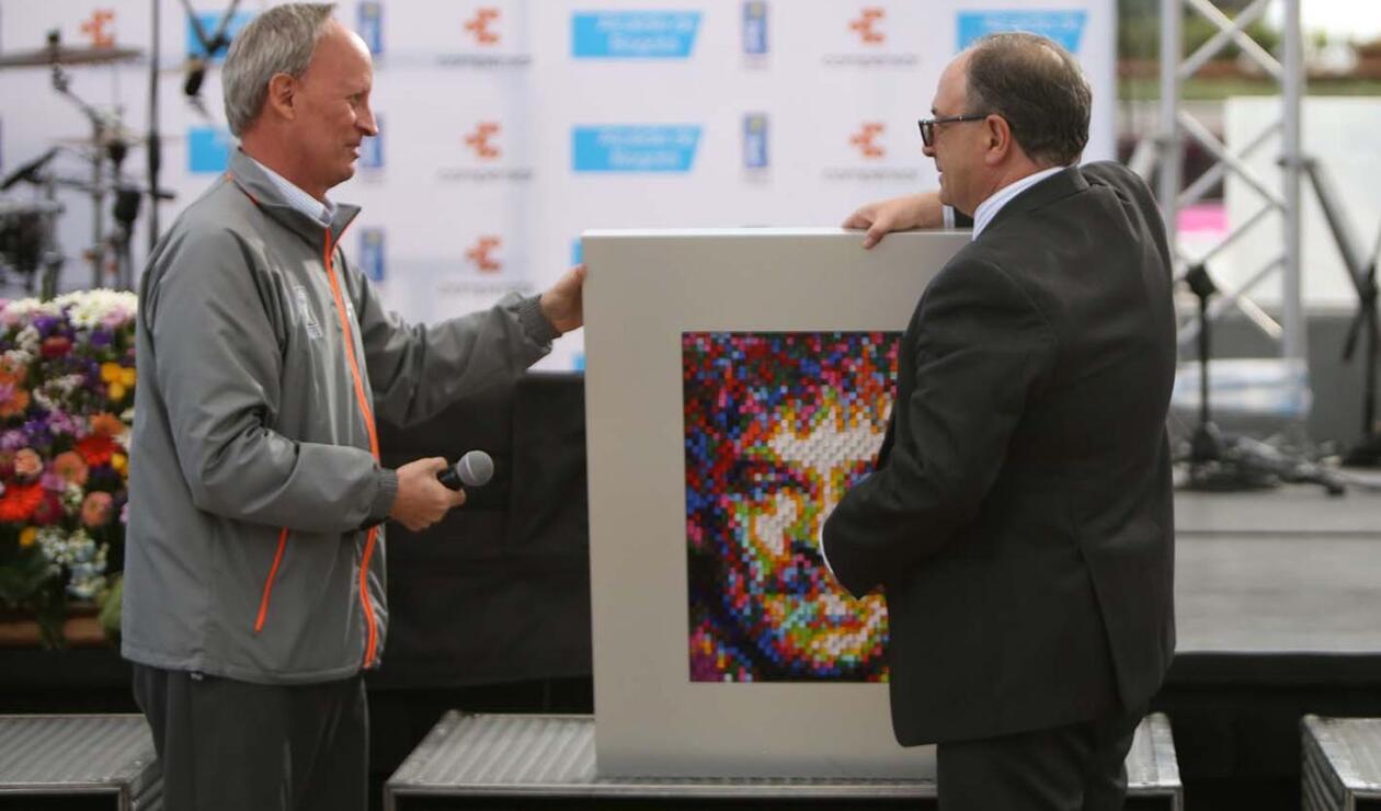 RCN fue condecorado por su aporte en las Olimpiadas Fides 2019.