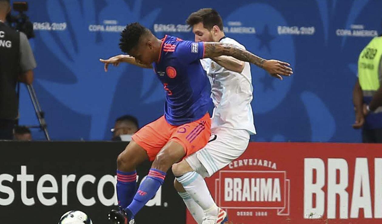 Wilmar Barrios disputando un balón con Lionel Messi