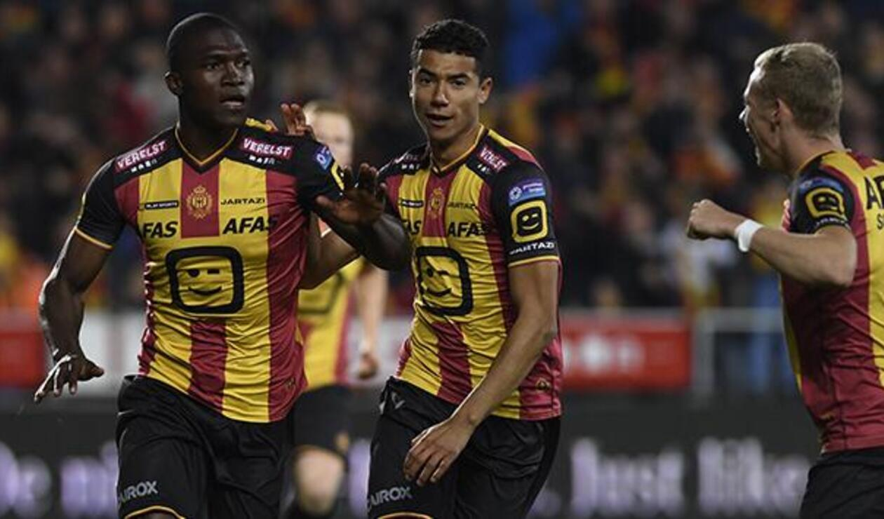 Germán Mera celebrando un gol con el Mechelen de Bélgica