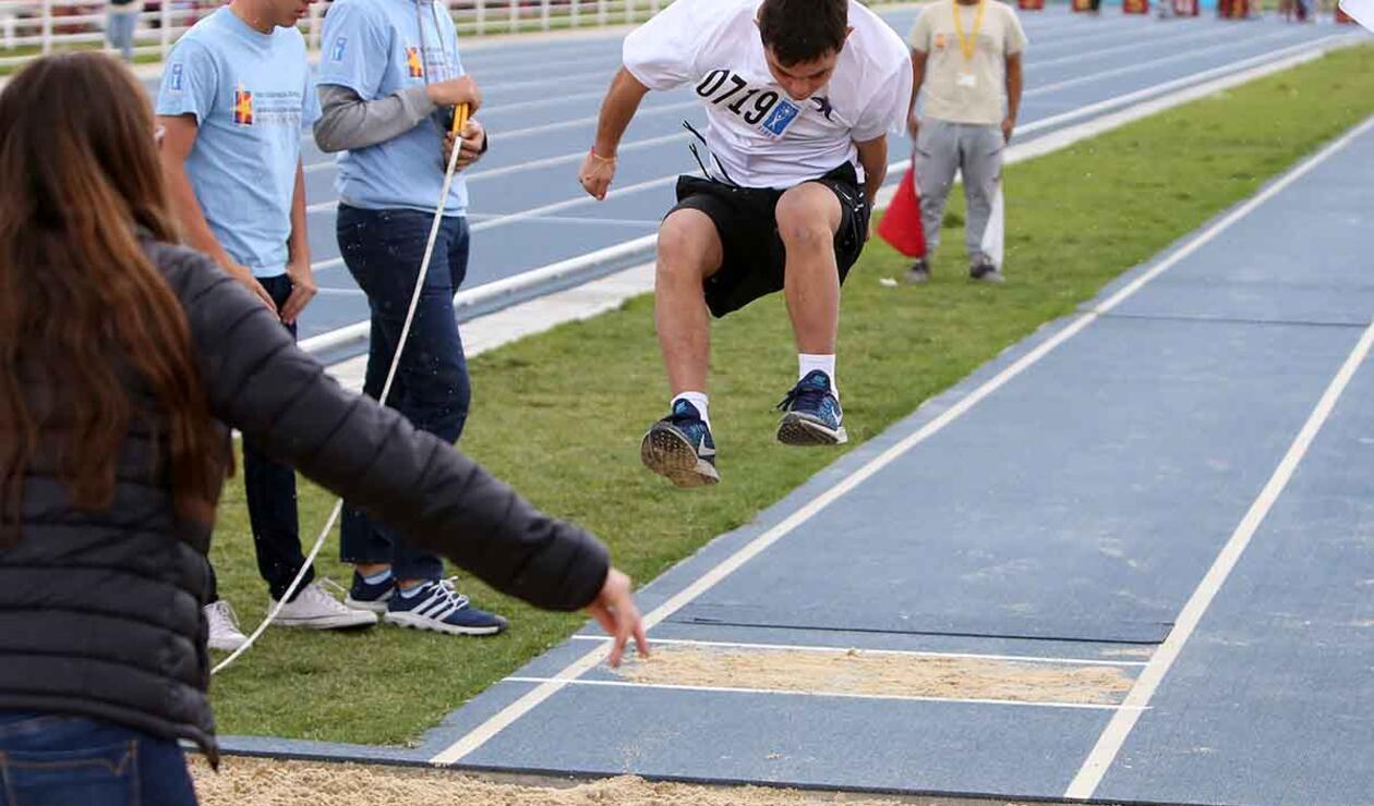 Concentración y esfuerzo entre los deportistas especiales de las Olimpiadas Fides