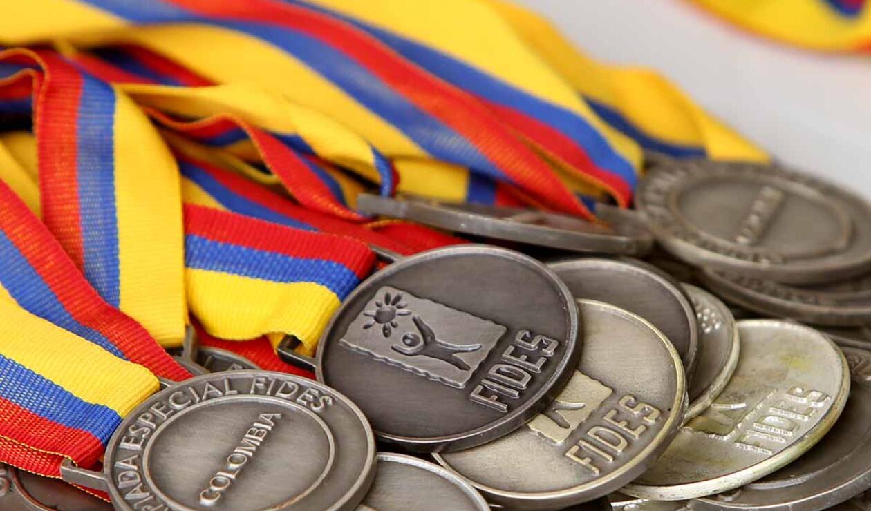 Medallas que se entregan en las Olimpiadas Fides Compensar