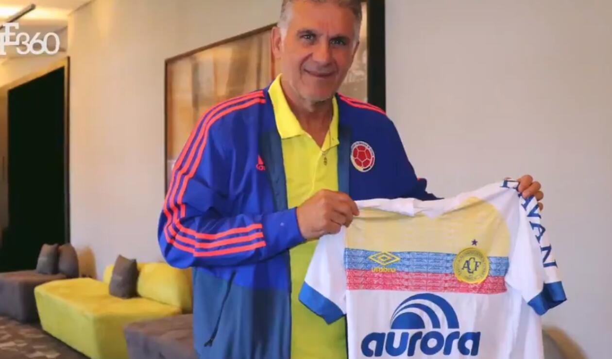 Carlos Queiroz con la camiseta de Chapecoense