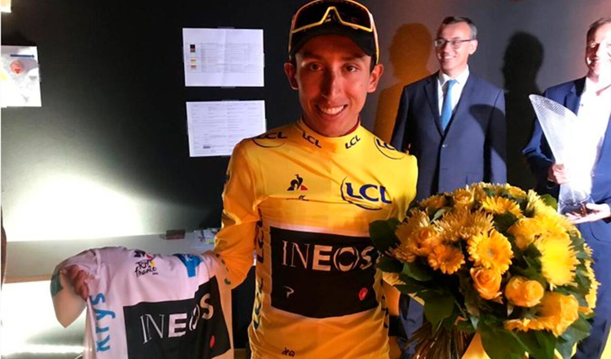 Egan Bernal, colombiano campeón del Tour de Francia, celebrando con su equipo