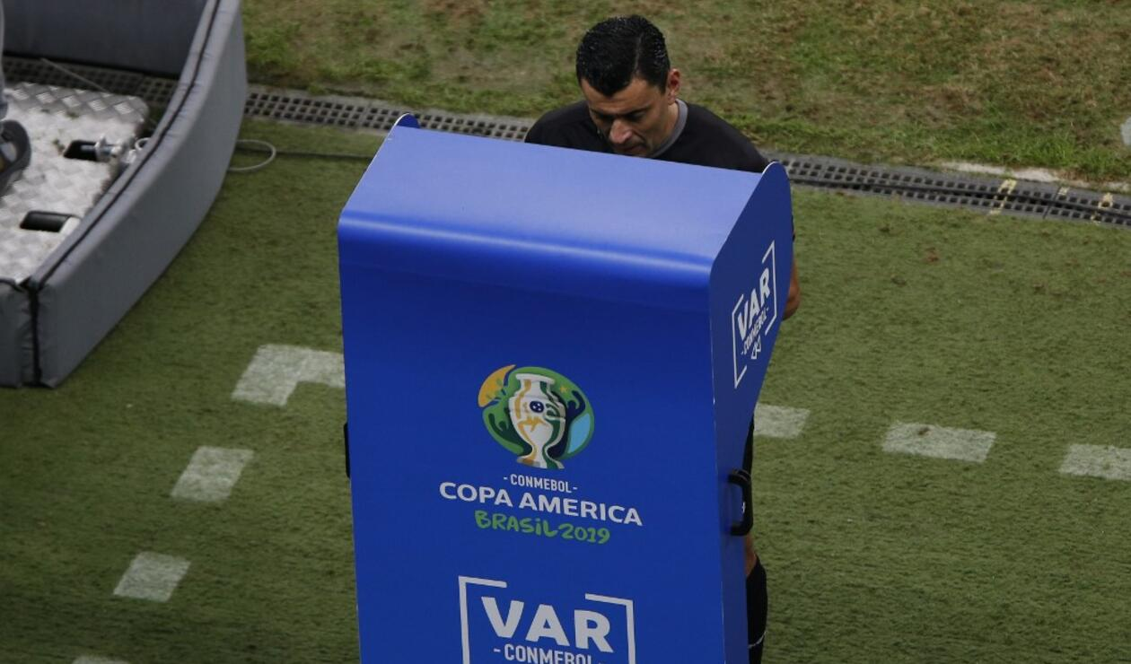 Roberto Tobar, árbitro chileno