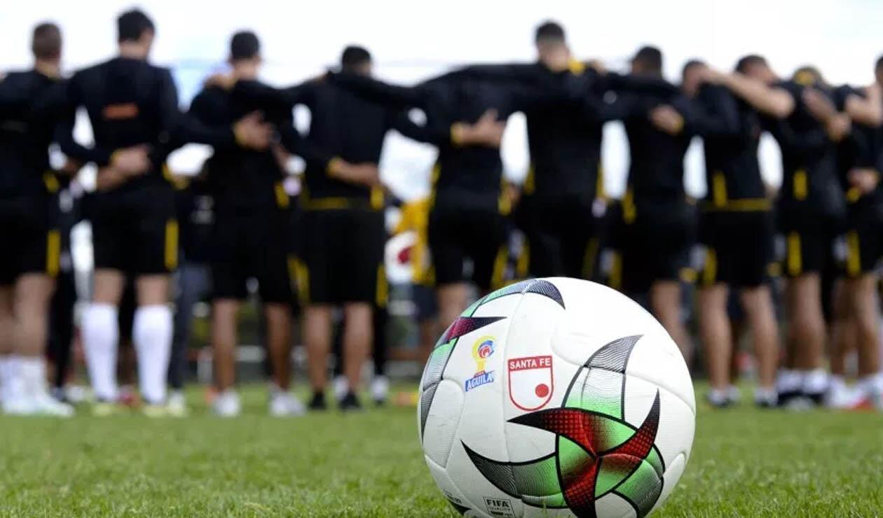 Independiente Santa Fe, equipo reunido en un entrenamiento