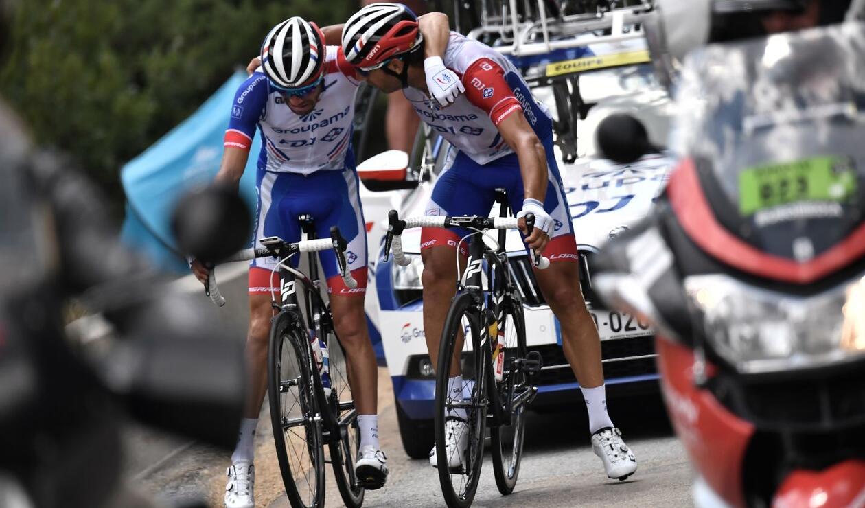 El protagonista de la triste imagen en el ciclismo es el francés Thibaut Pinot, quien iba quinto de la general del Tour de Francia a 1.50 del líder.